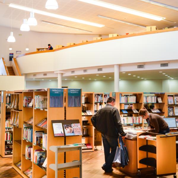 Située En Centre Ville Et Accessible à Tous, La Bibliothèque Est Un  Véritable Lieu De Vie Et De Rencontres Qui Offre Un Programme Du0027animations  Varié ...